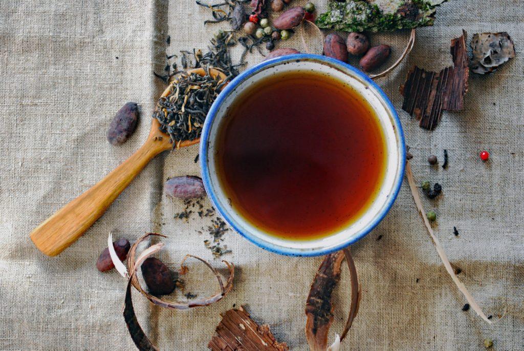 čaj, hrníček, lžička